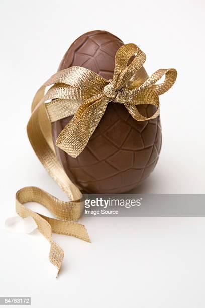 easter egg - イースターエッグのチョコレート ストックフォトと画像