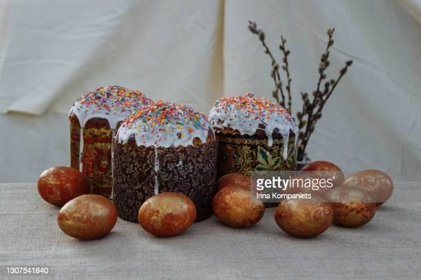 easter eggs, cakes and willow. -  キリスト教 伝来の地  ストックフォトと画像