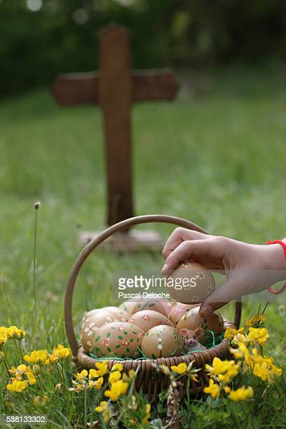 easter eggs in a basket. - easter cross stock pictures, royalty-free photos & images