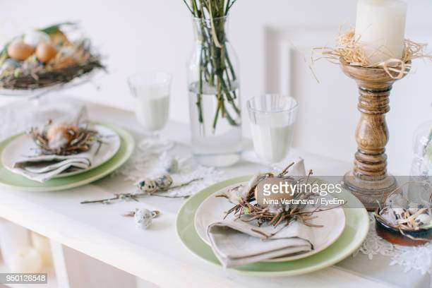 easter eggs in plate on table - easter decoration ストックフォトと画像