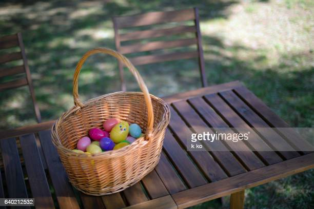 easter eggs - easter basket stock pictures, royalty-free photos & images