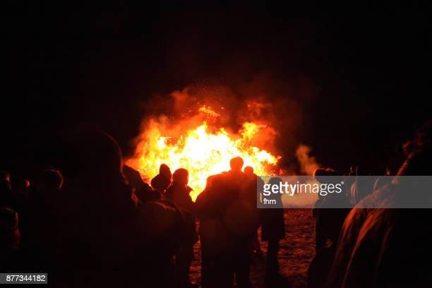 easter fire in sylt (schleswig-holstein, germany) - osterfeuer stock-fotos und bilder