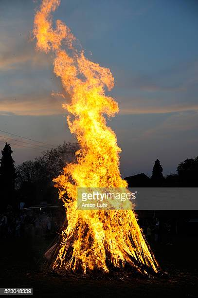easter fire - osterfeuer stock-fotos und bilder