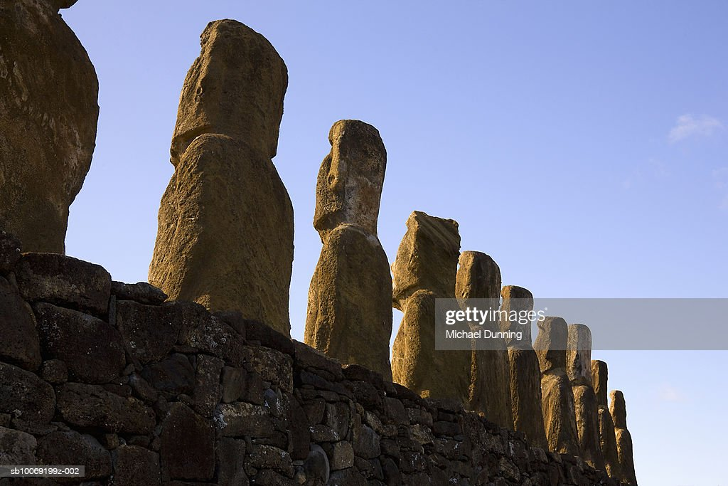 Easter Island, Ahu Tongafiki, row of ancient Moai statues : Stockfoto