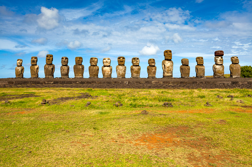 Easter Island - Fifteen standing Moai of Ahu Tongkariki. (Sunny Day) - gettyimageskorea