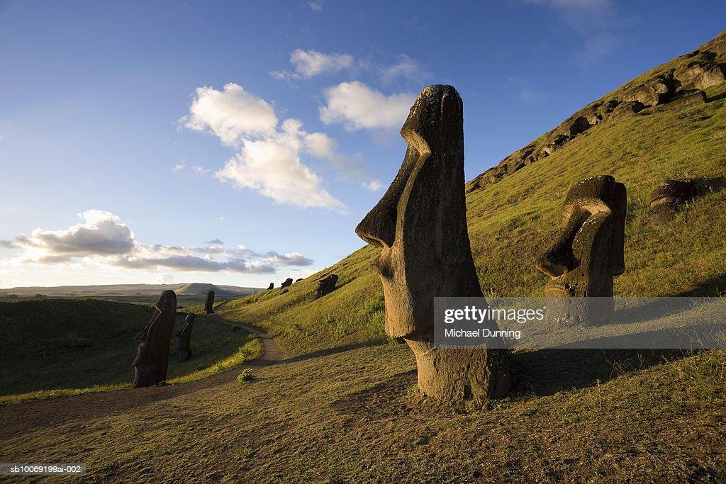 Easter Island, Rano Raraka, ancient Moai statues on hillside : Stockfoto