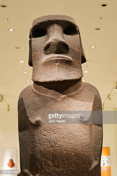 easter island statue, british museum, london - british museum stock pictures, royalty-free photos & images