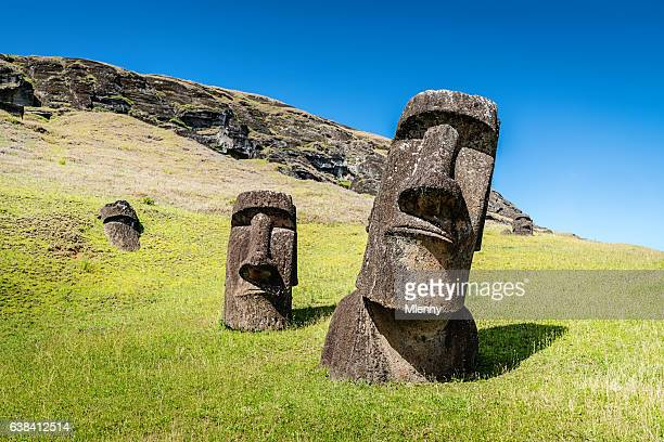 easter island statues rano raraku moais rapa nui - chile stock pictures, royalty-free photos & images