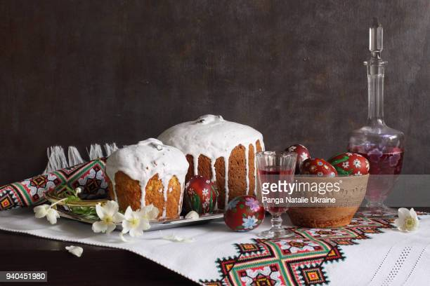 easter: kulich, daffodils and wine - orthodox church stock pictures, royalty-free photos & images