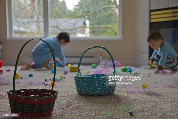 easter morning in family room - easter basket stock pictures, royalty-free photos & images