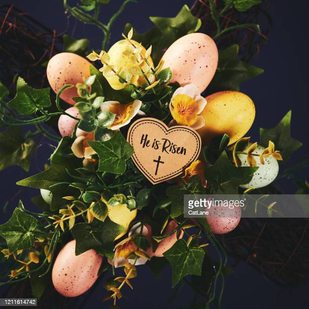 easter still life with decorated cross and religious message - he is risen stock pictures, royalty-free photos & images