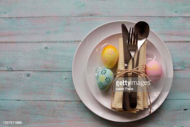 easter table setting - easter stock pictures, royalty-free photos & images