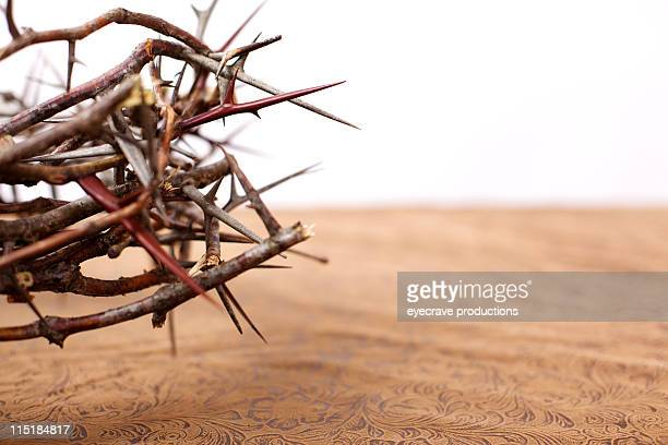 easter thorny crown - easter religious background stock pictures, royalty-free photos & images