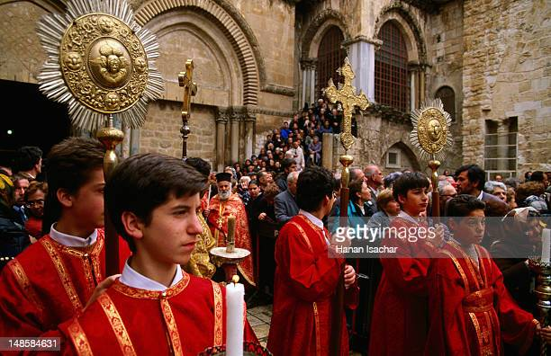 easter thursday maudy greek orthodox service. - greek orthodox easter stock pictures, royalty-free photos & images
