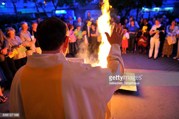 easter vigil - catholic easter stock pictures, royalty-free photos & images