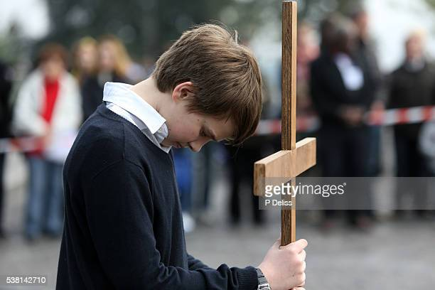 easter week. good friday. stations of the cross. - stations of the cross stock pictures, royalty-free photos & images
