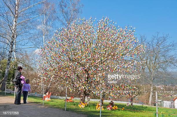 """Easteregg tree """"Eierbaum"""" mit 9800 Eiern.  Saalfeld/Deutschland"""