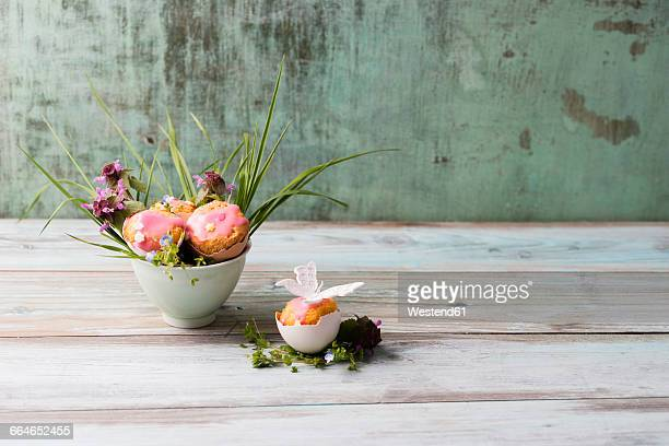 eastern, cake in eggshell, decorated - easter flowers stock pictures, royalty-free photos & images