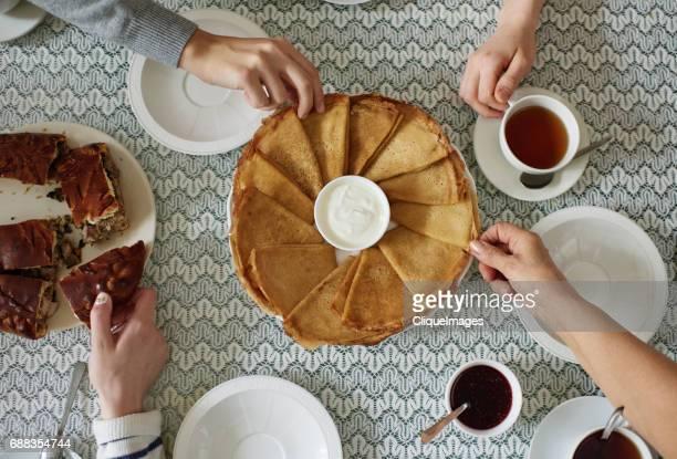 eastern european tea traditions - cliqueimages stockfoto's en -beelden