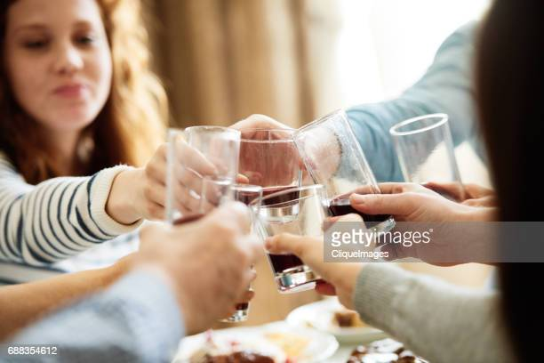 eastern european traditions at family dinner - cliqueimages - fotografias e filmes do acervo