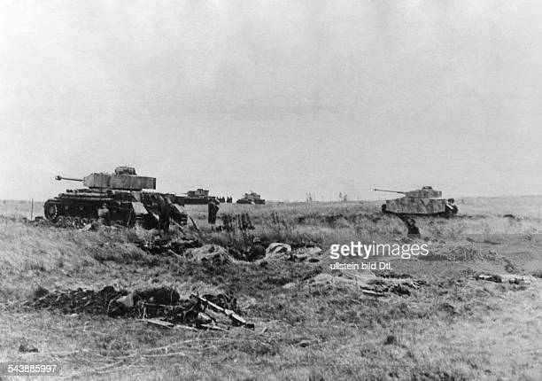 2WW eastern front German offensive between BjelgorodOrel battle of Kursk german tanks advancing July 1943