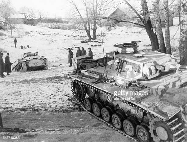 2WW eastern front soviet union war theater / battle of Moscow Oct41jan42 German tanks in a village near Matrenino ahead of Moscow about 18 November...