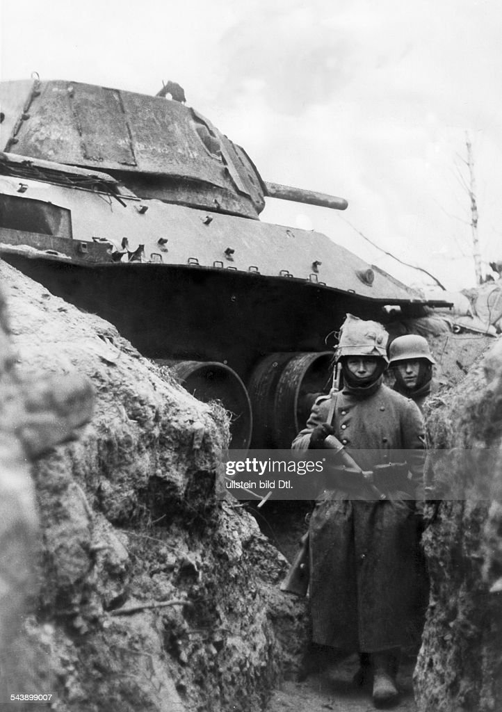 2.WW, eastern front (soviet union), theater of war Middel section near Toropez: A destroyed soviet tank within the german defence trenches. December 1942 No further information.- undated- Photographer: Weltbild- Published by: 'B.Z.' 29.12.1942Vintage : News Photo