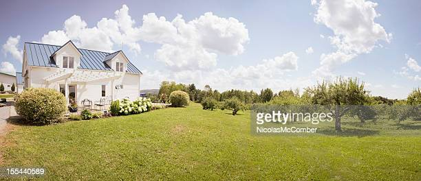 eastern townships orchard with small house - landelijke scène stockfoto's en -beelden