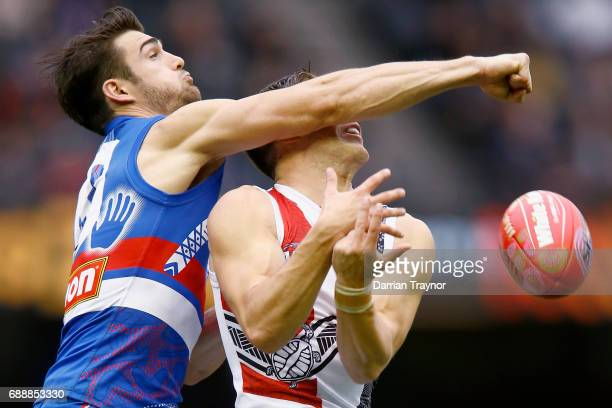 Easton Wood of the Bulldogs spoils Jade Gresham of the Saints during the round 10 AFL match between the Western Bulldogs and the St Kilda Saints at...