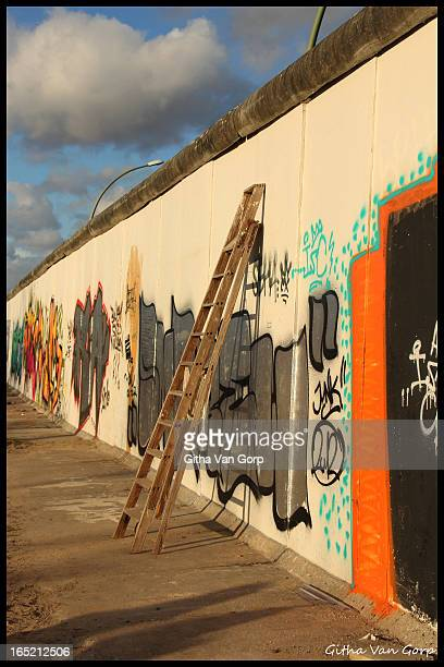 CONTENT] Eastside gallery at the Berlin Wall