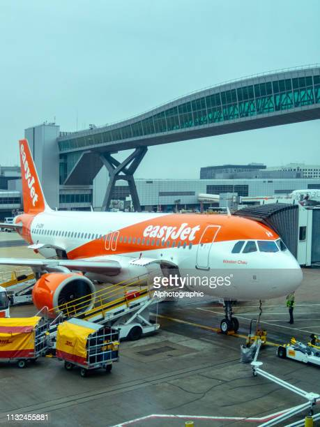 easyjet aircraft on the hardpan - easyjet stock pictures, royalty-free photos & images