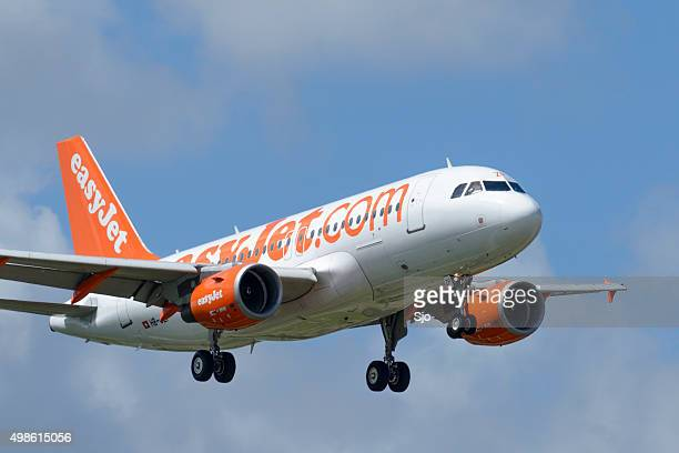 easyjet airline airbus a319 airplane - easyjet stock pictures, royalty-free photos & images