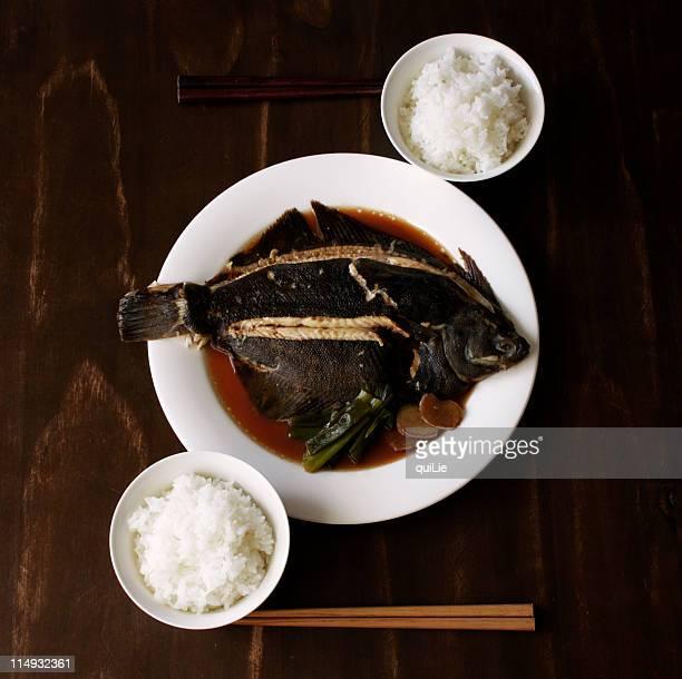 eat fish - とろ火で煮た ストックフォトと画像