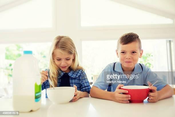 eating breakfast before school