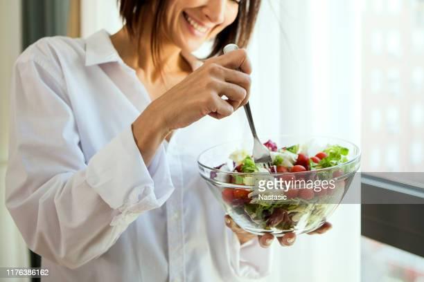 mangiare sano - alimentazione sana foto e immagini stock