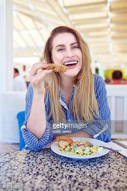 Essen Mittagessen auf der Terrasse