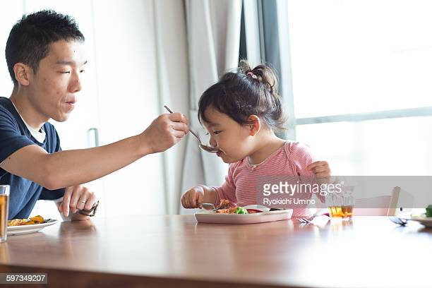 Eating lunch with her father
