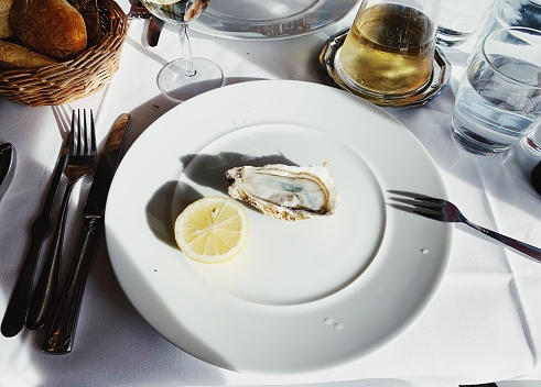 Eating oysters in luxury French restaurant in Paris, France - gettyimageskorea