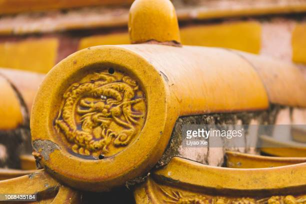 eaves tile of dragon - liyao xie photos et images de collection