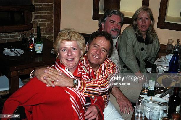 Eberhard Hertel und Ehefrau Elisabeth Restaurant Gaststätte Essen Abendessen Mykonos Griechenland Urlaub Promis Prominente Prominenter