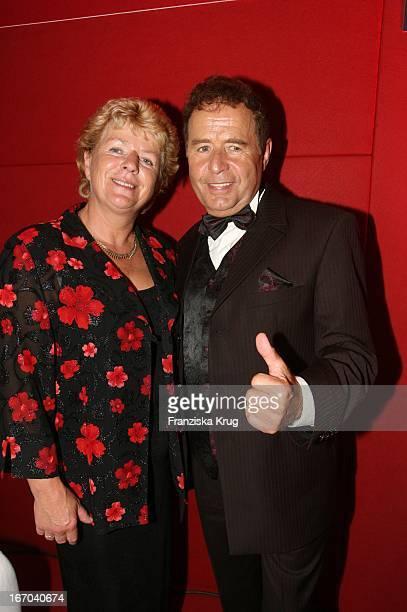 Eberhard Hertel Und Ehefrau Elisabeth Bei Der Verleihung Der Goldenen Henne Im Friedrichstadtpalast In Berlin