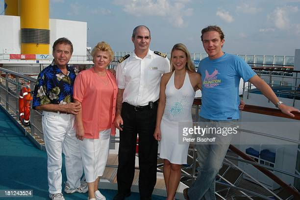 Eberhard Hertel und Ehefrau Elisabeth Kapitän Francesco Serra Tochter Stefanie Hertel Stefan Mross Pool Swimmingpool Deck Schiff Boot Kreuzfahrt...