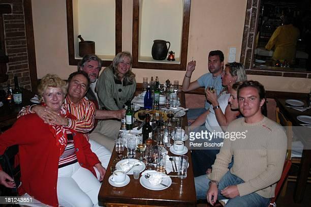 Eberhard Hertel und Ehefrau Elisabeth Stefan Mross Stefanie Hertel Bernhard Hertel Restaurant Gaststätte Essen Abendessen Mykonos Griechenland Urlaub...