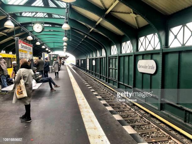 eberswalder strasse berlin u bahn station - u bahnsteig stock-fotos und bilder