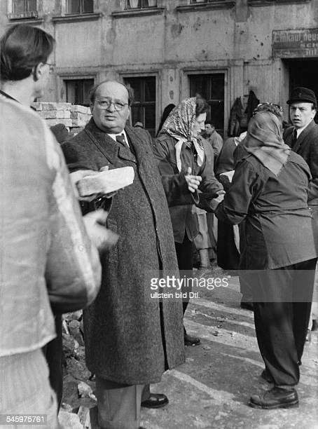 Ebert jr Friedrich*12091894Politiker DDROberbürgermeister Ostberlin 194867 als Helfer bei der Enttrümmerungsaktionzur Neugestaltung OstBerlins...