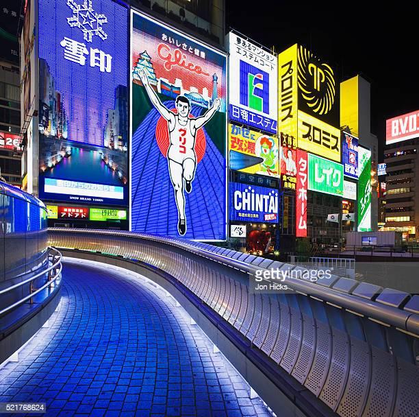 ebisubashi bridge in dotombori - 道頓堀 ストックフォトと画像