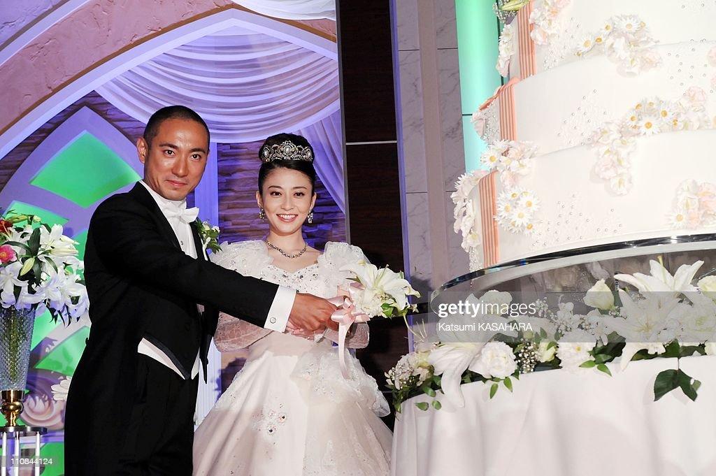Ebizo Ichikawa And Mao Kobayashi Wedding In Tokyo, Japan On July 29, 2010. : News Photo