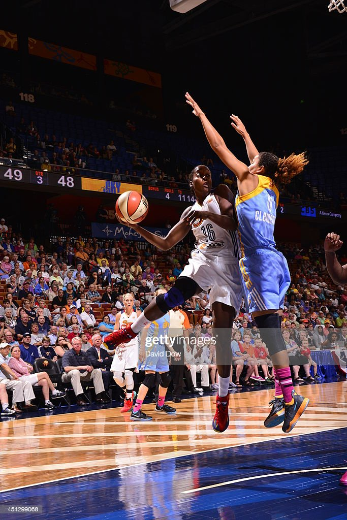 Ebony Hoffman #16 of the Connecticut Sun drives to the basket against Courtney Clements #0 of the Chicago Sky on August 5, 2014 at the Mohegan Sun Arena in Uncasville, Connecticut.