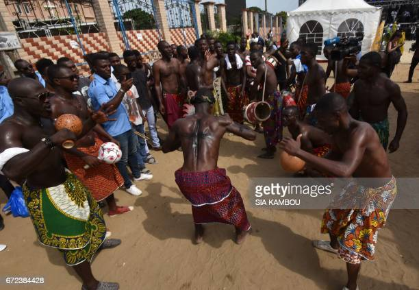 Ebrie people dance in a street of Abidjan on April 24 2017 during a day of tribute to late Congolese rumba star Papa Wemba as part of the Femua...