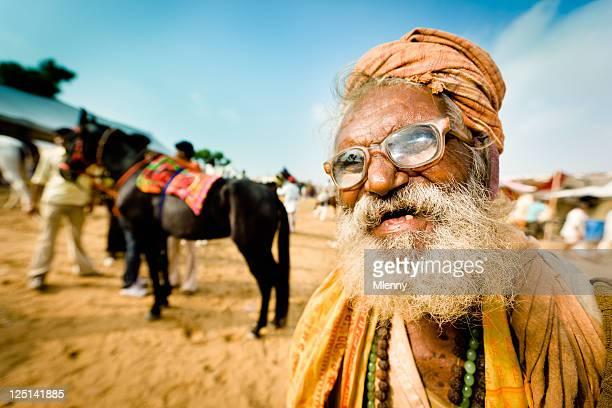 excéntrico indian man feria de camellos de pushkar india de carácter retrato - personas sin dientes fotografías e imágenes de stock